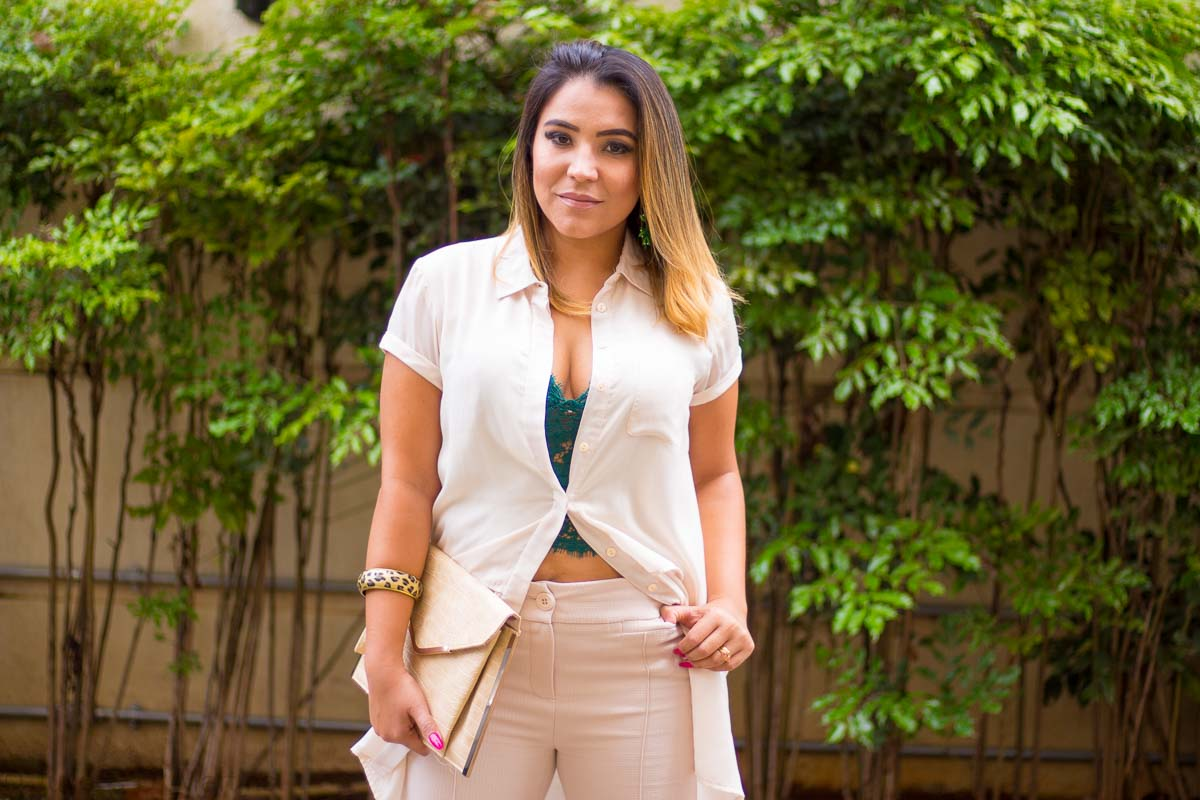 Look do dia: monocromático nude, com top verde de renda