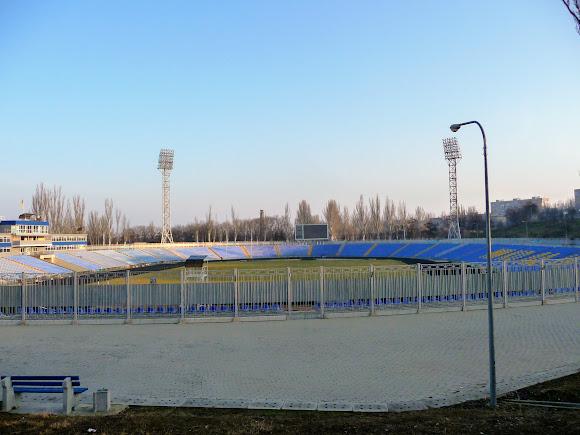 Николаев. Центральный стадион на 16 700 зрительских мест