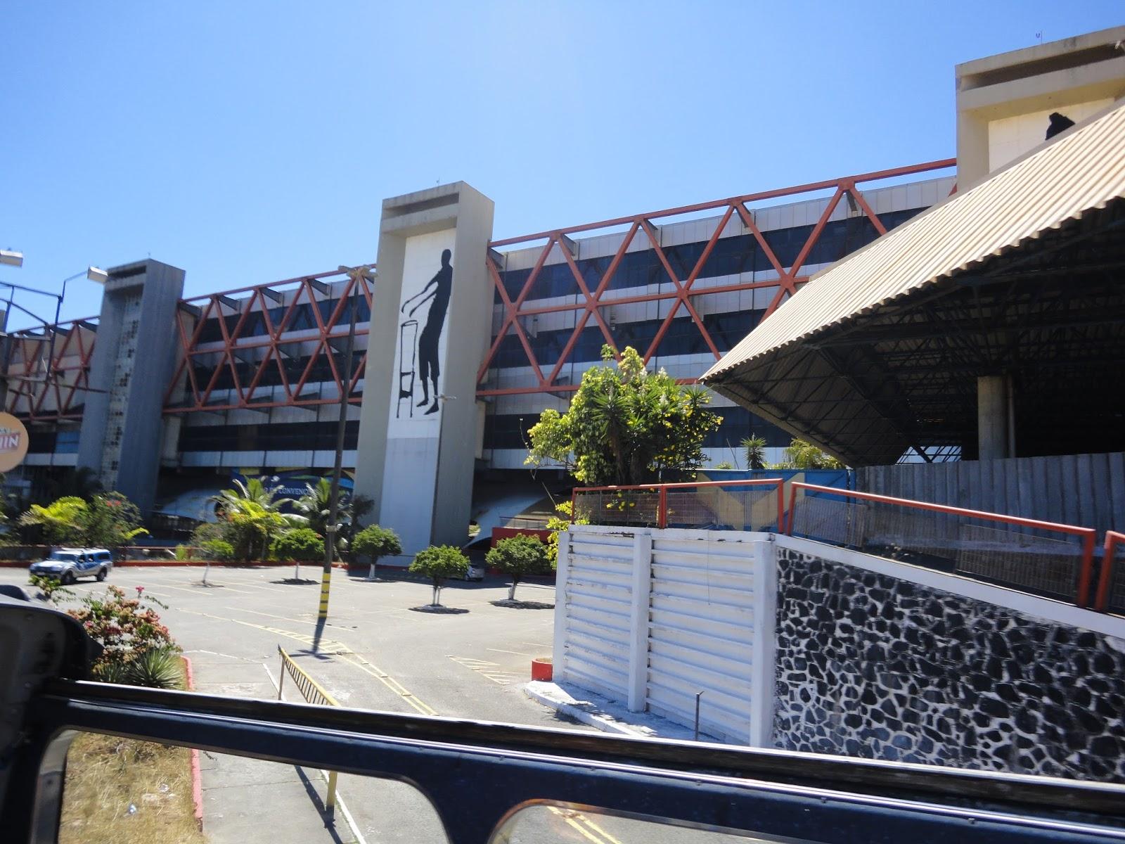 59c9b4fc2ce9a A obra que era feita no Centro de Convenções da Bahia que causou  desabamento de parte da sua estrutura, na noite de sexta-feira (23),  ferindo três pessoas, ...