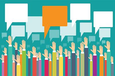 جمهور يرفع يديه للإستفسار عن أسئلة
