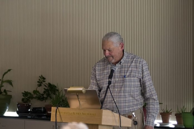 Lawrance Weiss, former professor at UAA, gave a talk about UFOs. Photo credit: Christian Cielo