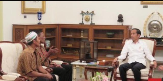 Jokowi Beri Bantuan Pedagang Korban Penjarahan 22 Mei