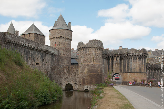 Fougeres castillo murallas viaje Bretaña imprescindibles