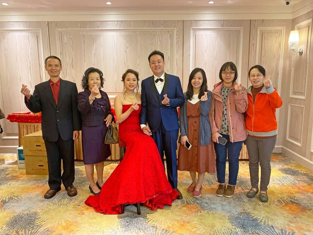 朝聖高悅酒店婚宴會館使用雪白森林點綴裝潢空間。祝福新人永浴愛河