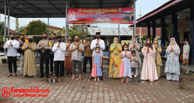 Kapolres Dumai Beserta Jajaran Sambut Hari Raya Idul Adha 1441H, Qurban 8 Sapi dan 3 Kambing