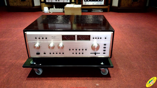 Amplifier Accuphase E303