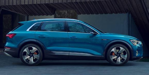 Audi E-Tron 2020 Side View