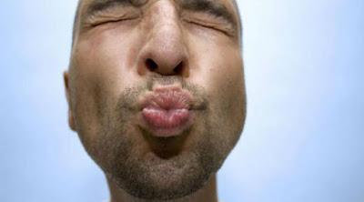 8 أشياء تجعل زوجتك تكره ان تقبلها فم رجل يحب يقبل يبوس man kiss funny مضحك