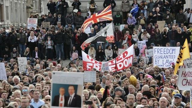 İngiltere'de StandUpX isimli orgut Kovid-19 önlemleri karşıtı protesto düzenledi!