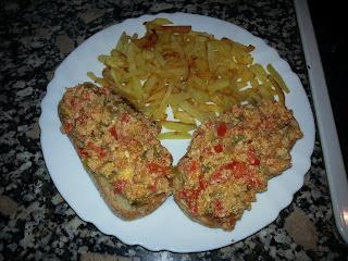 Huevos Revueltos Con Pan Tostado O Patatas Paja