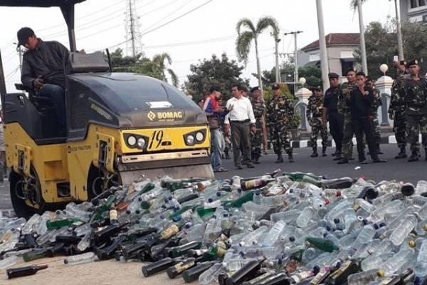 Jelang Lebaran, Ribuan Botol Miras Di Musnahkan Polres Purworejo