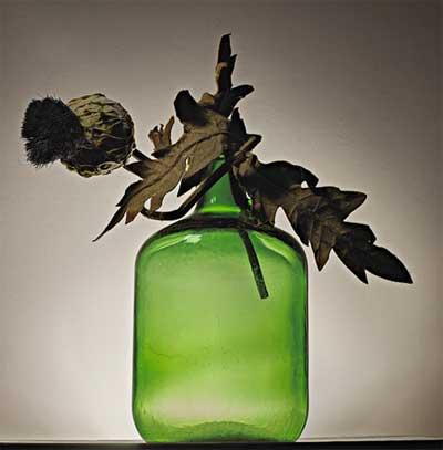menambahkan barang-barang seperti daun kering atau bunga kering juga dapat mempercantik ruangan anda