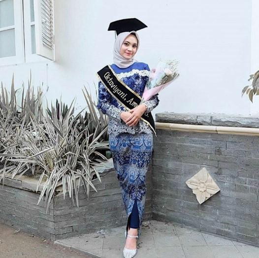Model Baju Wisuda Islami Gambar Islami