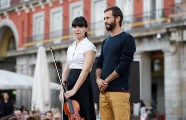Por primera vez, el alumnado oyente de Bachillerato dispone de intérprete para seguir a su profesor sordo, Miguel Ángel Sampedro