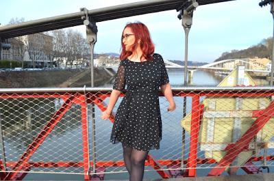http://mllexceline.blogspot.fr/2017/02/ma-petite-robe-noire-etoilee.html