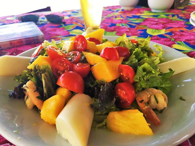 Salada Tropical com camarão - Quiosque São Francisco, Praia Grande