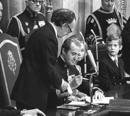 Rey firma Constitución