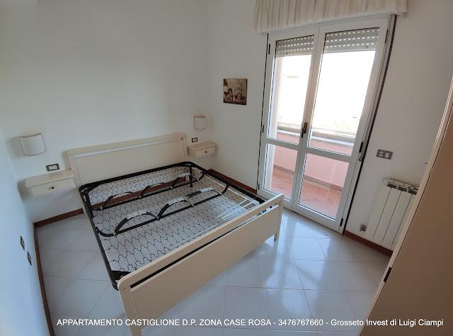 Camera con balcone di servizio, Castiglione-della-Pescaia, case rosa, appartamento trilocale