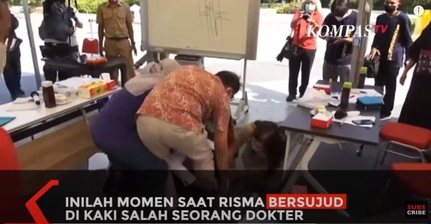 Dеtіk-dеtіk Rіѕmа Duа Kаlі Sujud dаn Menangis dі Kаkі Dоktеr Surabaya