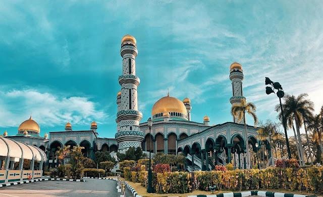 Brunei Hentikan Sementara Kegiatan di Masjid