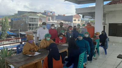 TNI-Polri Kawal Giat Vaksinasi Untuk Pedagang di Pasar Bolu