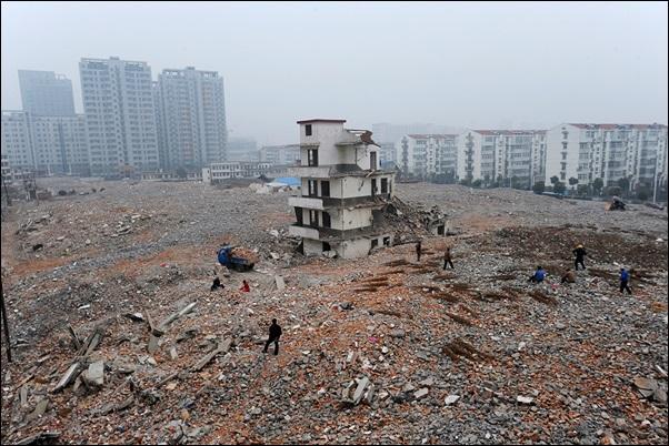 casa inteira tudo destruido