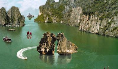 Hòn Trống mái khu du lịch Hạ Long