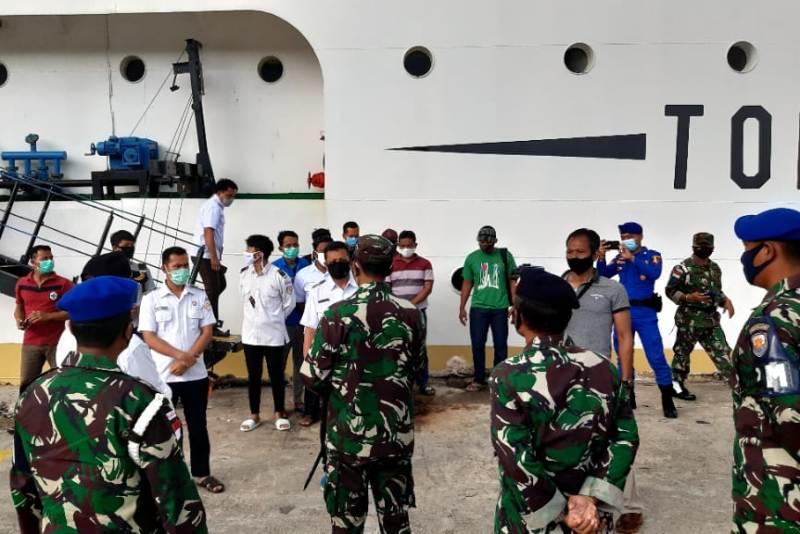 Danlanal Ranai Cek Pelaksanaan Protokol Kesehatan di Pelabuhan Umum Selat Lampa