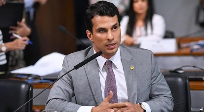 Funcionária de flat diz que modelo que acusa o senador Irajá de estupro perguntou onde estava