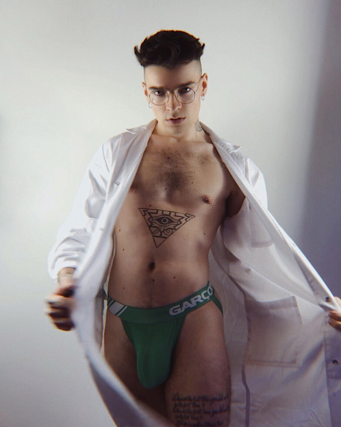 médico sin ropa