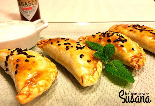 Empanadillas de calabaza viajeras con salsa de queso picante
