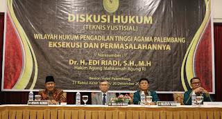 Hakim Agung Dr. Edi Riaydi, S.H.M.H Menjadi Narasumber Diskusi Teknis Yurstisial Tahap III  di Pengadilan Tinggi Agama Palembang
