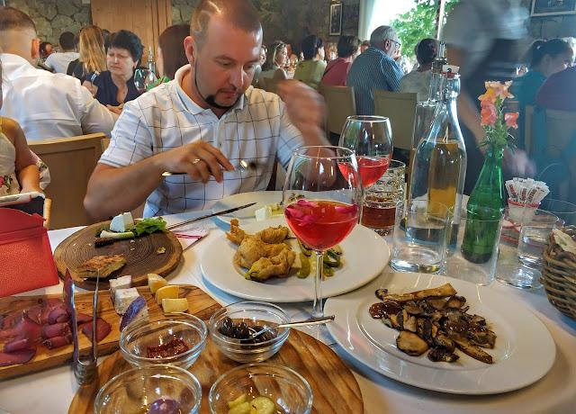 албания, шкодер, лучший ресторан в албании, в албани на машине, из черногории в албанию,