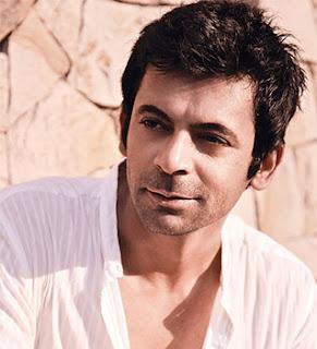 Sunil Grover as Dr Mashahoor Gulati