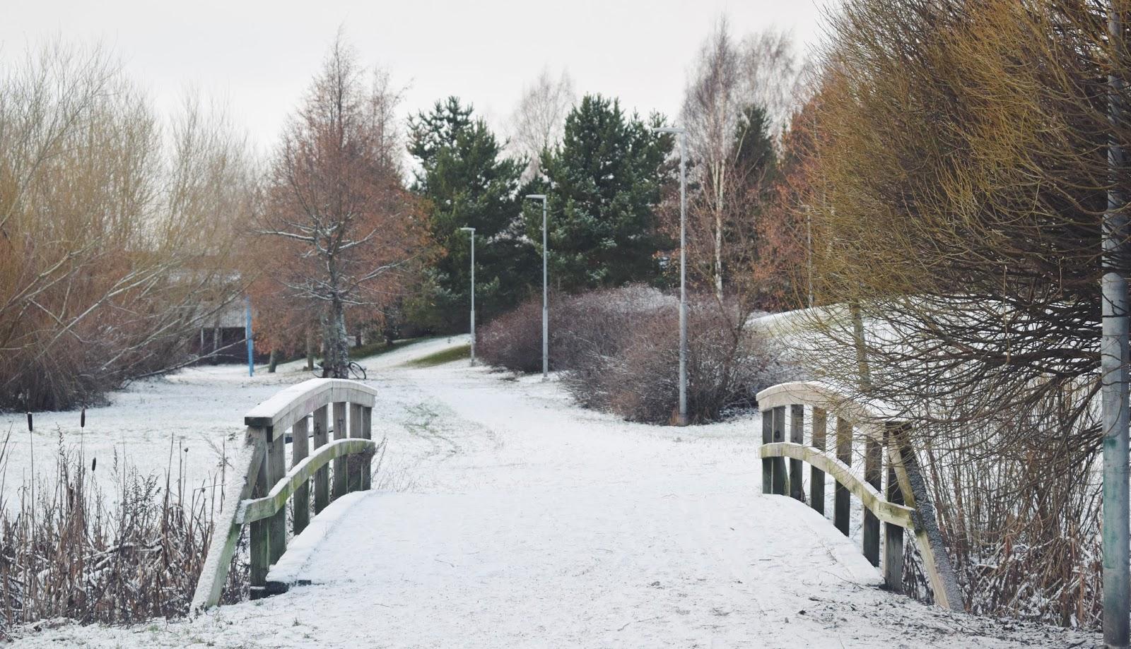 helsinki talvi talvinen silta lähiö