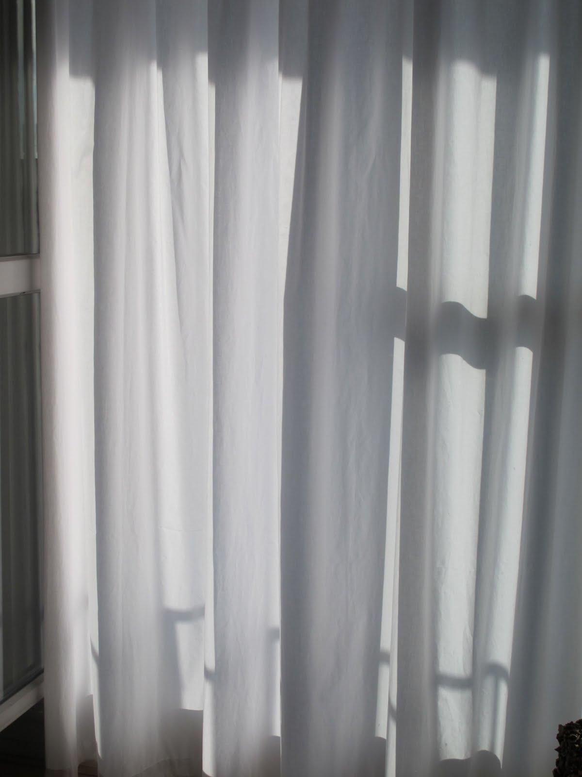 les merveilles de danielle les rideaux blancs. Black Bedroom Furniture Sets. Home Design Ideas