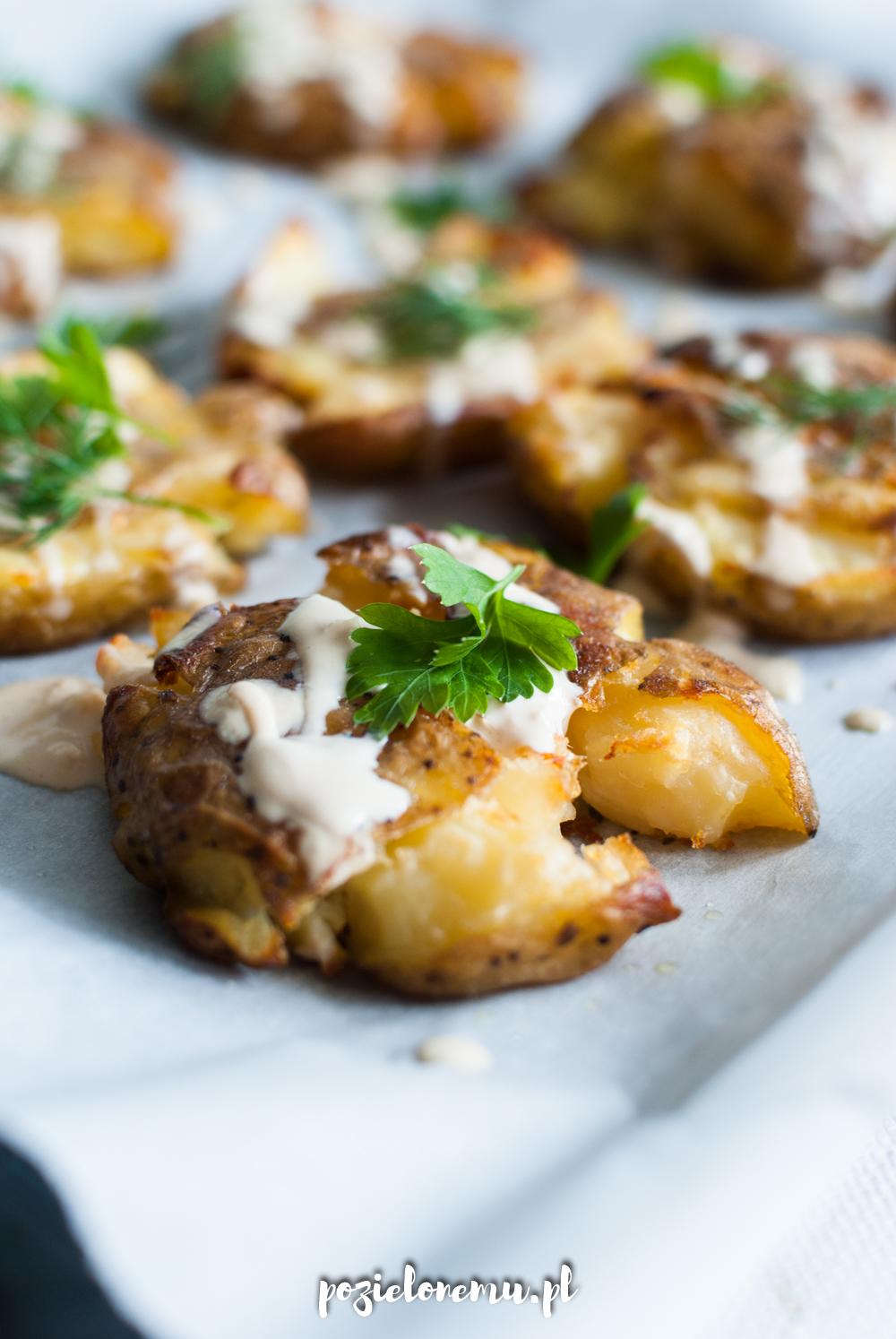 Pieczone gniecione ziemniaki