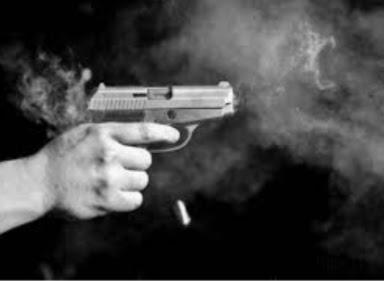 जमीन विवाद को लेकर हिंसा,दो गुटों के बीच चली गोलियां और तलवारें