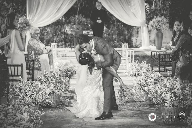 Sítio Geranium, Hyathama Pires, Multifocco, Leilah Cerqueira, casamento a céu aberto, casamento rústico, boho, decoração de casamento, decoração colorida, fotos românticas, foto com madrinhas, madrinhas iguais, Foto com padrinhos, noiva, noivo, saída do casal