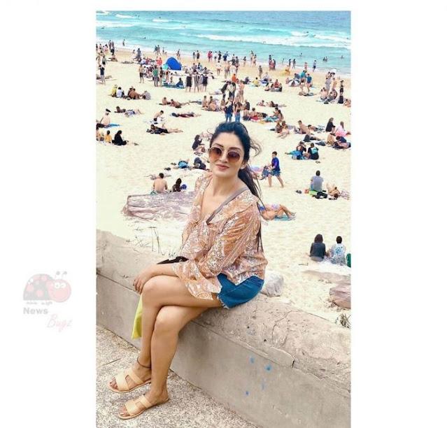 Actress Vimala Raman Holiday Pics Navel Queens
