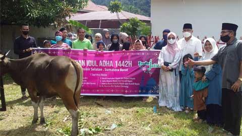 Indo Jalito Peduli Berbagi Kurban di Masjid Al-Amilin Rawang Painan