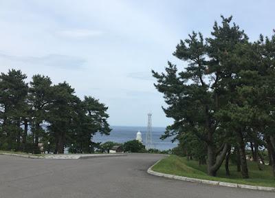 ホテル恵風の駐車場から見る海と灯台