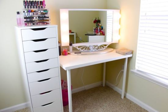 Corner-White-Vanity-Table-with-a-Separate-Storage 20 Unbelievable Make-up Self-importance Desk Concepts Interior