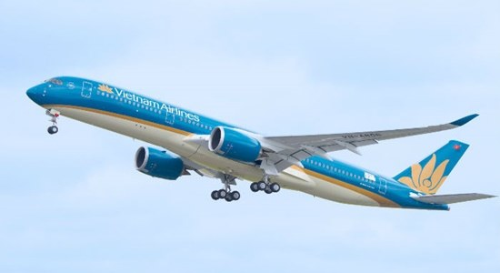 Vietnam Airlines quyết định tiếp tục vận chuyển khách từ châu Âu, ai sẽ chụi trách nhiệm nếu dịch lan rộng?