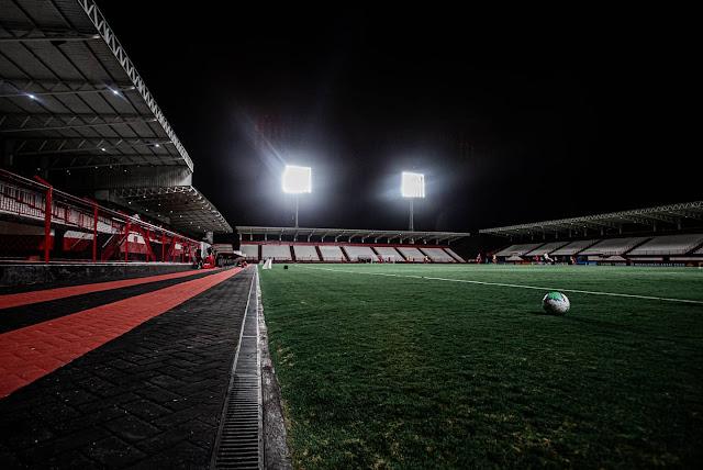 O Estádio Castelo do Dragão possui geradores de energia e sistema de iluminação moderno