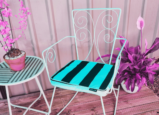 Before & After Vintage Metal Chair upcycling DIY project to try this weekend