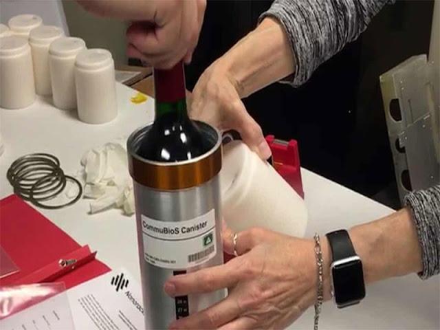 Các chai rượu trong giai đoạn chuẩn bị trước khi du hành không gian, tháng 11-2019 - Ảnh: AP