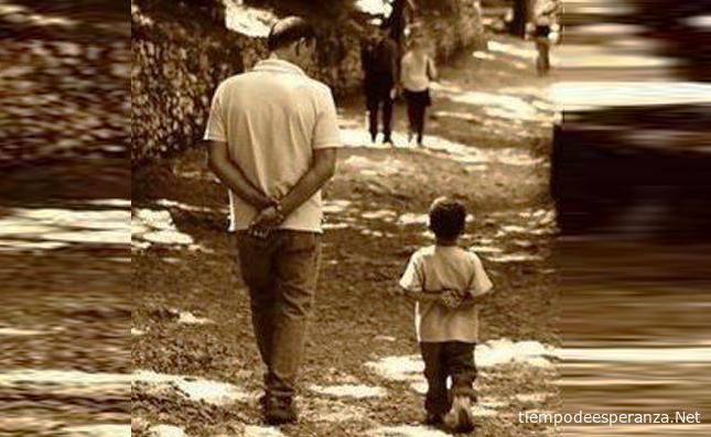El padre es ejemplo para su hijo