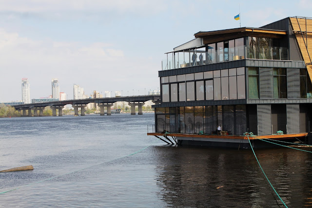 Плавучий ресторан на Днепре