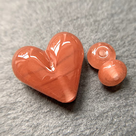 Handmade lampwork glass heart bead by Laura Sparling made with CiM Fruit Punch